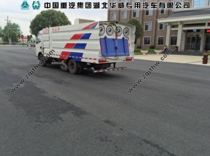 湖北华威东风多利卡吸尘车