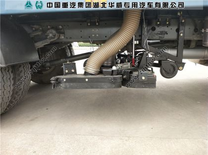 重汽T5G吸尘车